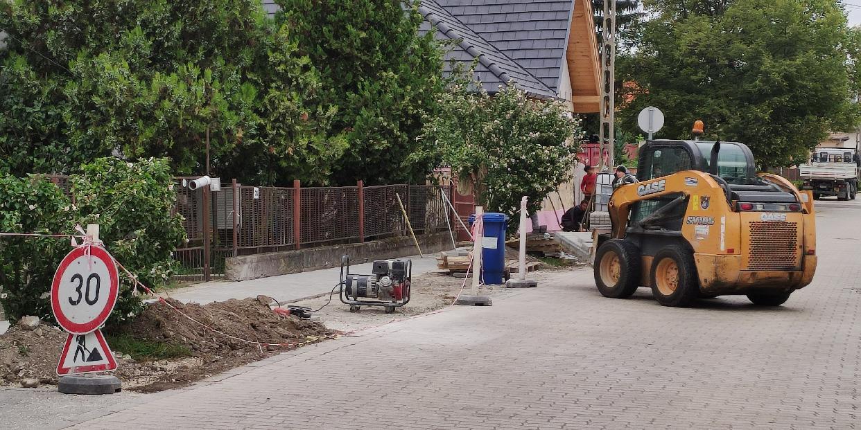 Folytatódik a járdaépítés a Szent Erzsébet utcában